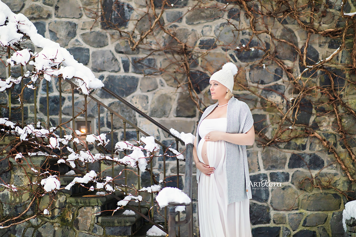 On-location maternity photography session in the winter snow.